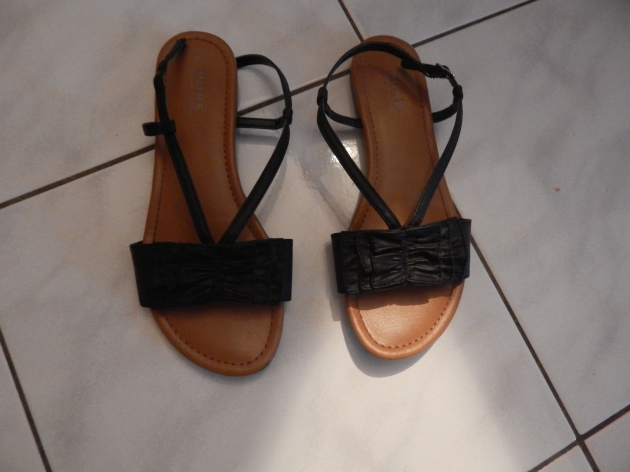 Alfred Sung flat sandals BEFORE