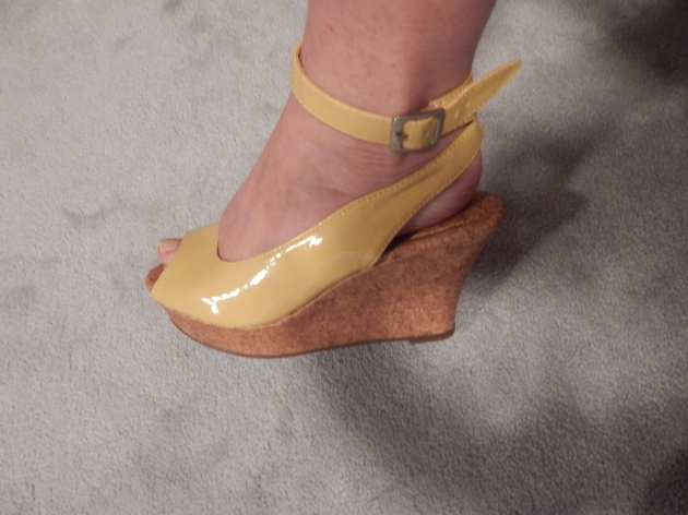 Aren't they cute? I don't think I've ever owned yellow shoes. A great alternative to white or cream for the warm months.